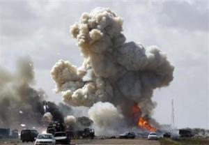 Lovituri aeriene NATO, prea puţin pentru a-l răsturna pe Gaddafi