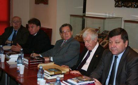 Prof Ghe Buzatu, Ioan Scurtu, Vasile Candea s a la Muzeul Unirii din Focsani 2010