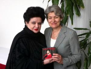 Mariana Nicolesco, Ambasador Onorific UNESCO, şi Irina Bokova, Director General UNESCO, la Reuniunea de la Paris