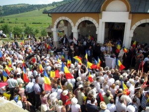 IPS Ioan de Harghita si Covasna la Biserica Valea Mare Iunie 2013