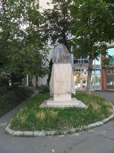Statuia lui Aurel Filimon stă și acum nedezvelită