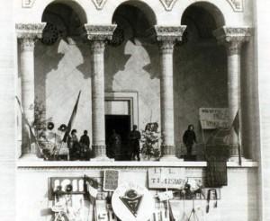 Balconul+operei+din+Timisoara+-+decembrie+1989