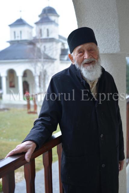 Nicolae Tomaziu la Manastirea Caraiaman Foto Bogdan Balas 2