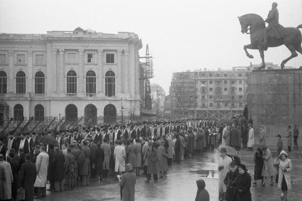 sf-parascheva-la-bucuresti-1944-agerpres-5-piata-palatului